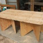 ベニヤのテーブル